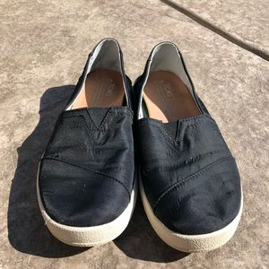 Toms black with white sole shoes size 7.5